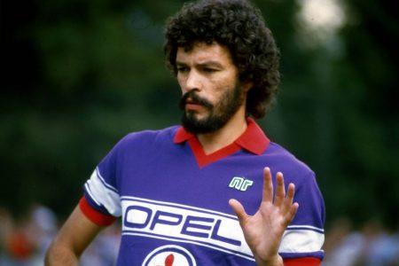 Sócrates im Trikot des AC Florenz. Für die Fiorentina spielte die tragische Figur des brasilianischen Fußballs nur eine Saison, 1984/85.