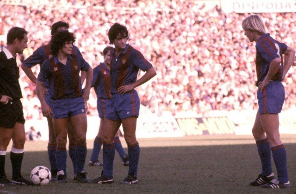 """Erfolgsduo bei """"Barca""""? Diego Armando Maradona (l.) und Bernd Schuster konnten sich selbst bei Freistoß-Ausführungen nicht einigen…"""