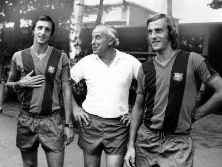 Hennes Weisweiler (m.) mit seinen niederländischen Superstars Johan Cruyff (l.) und Johan Neeskens.