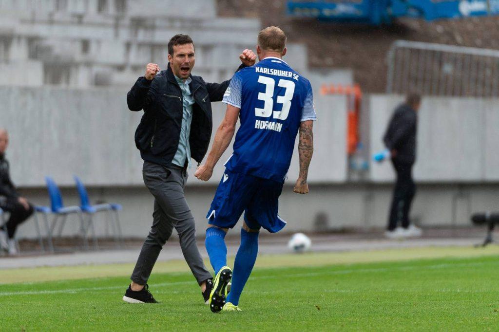 Karlsruher SC gegen VfB Stuttgart 2:1. KSC Trainer Christian Eichner, Fußball 2. Bundesliga, 31.Spieltag, Saison 2019 / 2020
