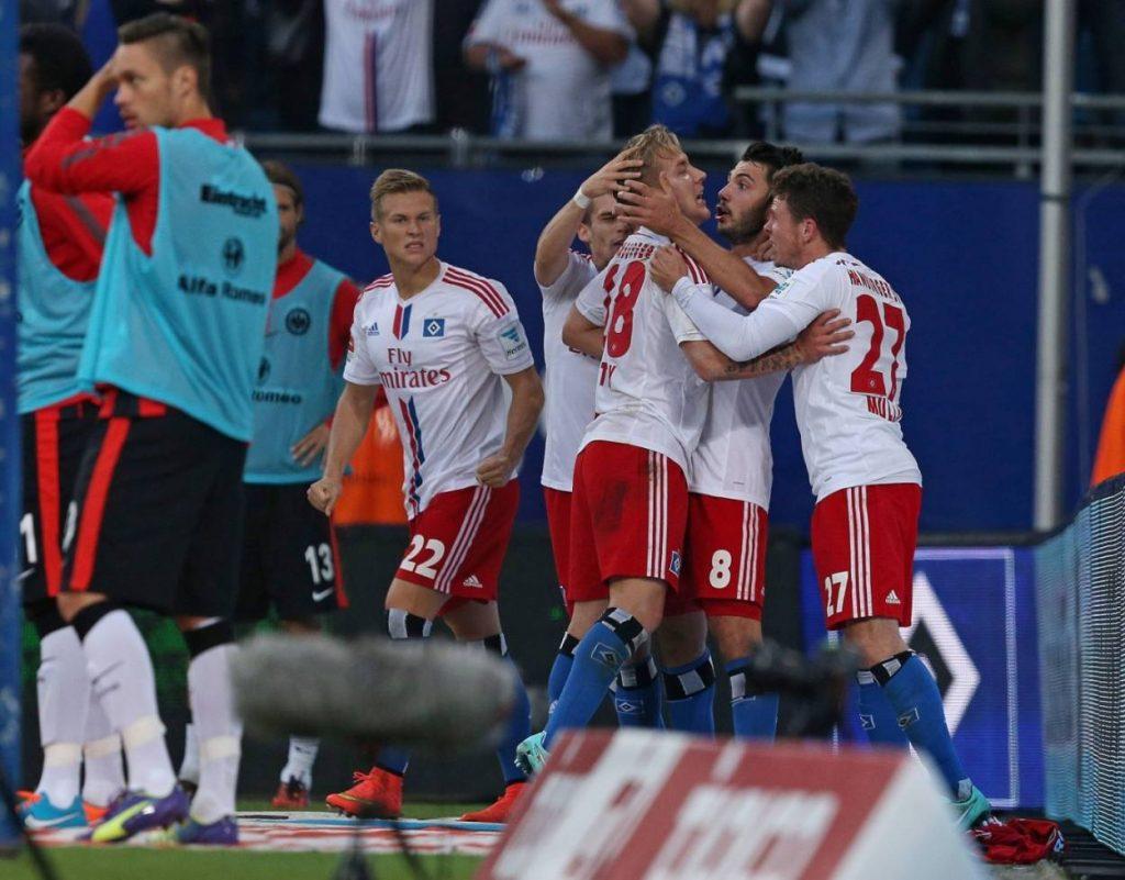 Negativrekord ohne den HSV? Geht gar nicht! Hier bejubeln Matthias Ostrzolek, Zoltan Stieber und Nicolai Müller das Ende der Torlos-Serie am 28. September 2014 gegen Eintracht Frankfurt (1:2).