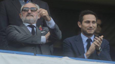 """Aus dem Hause Lampard und Sohn: Frank Lampard senior und """"Lamps"""" am 31. Oktober 2015 beim Premier-League-Spitzenspiel FC Chelsea gegen den FC Liverpool."""