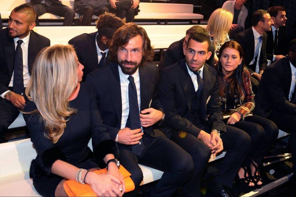 Andrea Pirlo: Immer smart. Hier sehen wir den Juventus-Star bei der Gala del Calcio Aic 2014, gemeinsam mit seiner Freundin Valentina Baldini, seinem argentinischen Teamkollegen Carlos Tevez und dessen Partnerin Brenda Ascinar.