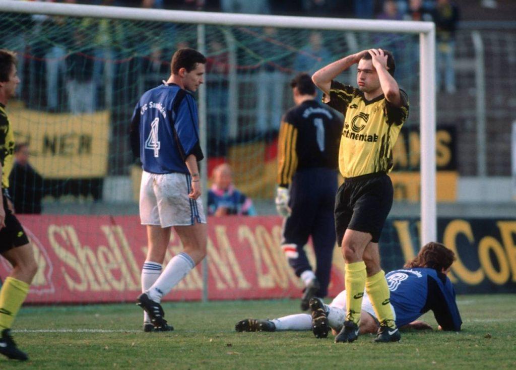 Stephan Beckenbauer (2. v. l.) stellte mit dem FC Saarbrücken 1992 auch Borussia Dortmund und Stürmerstar Stéphane Chapuisat kalt – 3:1.