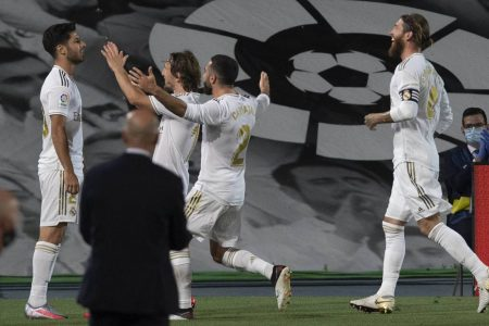 Karim Benzema scored twice and Marco Asensio on target as Real Madrid beat Valencia by 3:0. The visitors went down to 10-men in final few minutes.