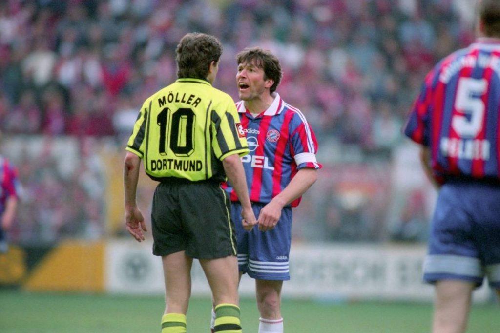 """Andreas Möller und der FC Bayern – das wurde nichts außer einer kalten Feindschaft. Hier provoziert ihn Lothar Matthäus 1997 im Spitzenspiel bei Borussia Dortmund (1:1) mit abfälliger """"Heul doch""""-Geste."""