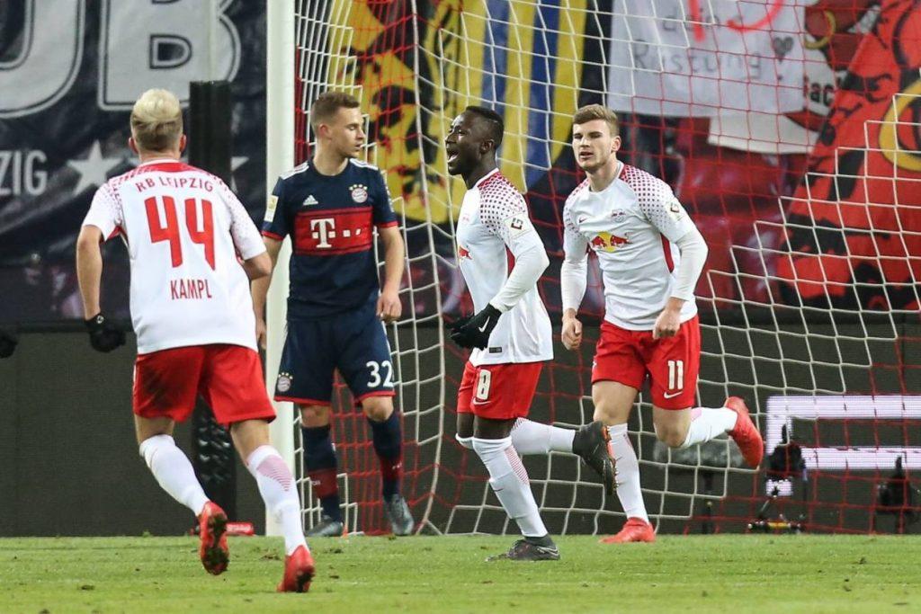 """Naby Keita (2. v. r.) traf am 18. März 2018 für RB Leipzig beim ersten Bundesliga-Sieg der """"Roten Bullen"""" gegen den FC Bayern München."""