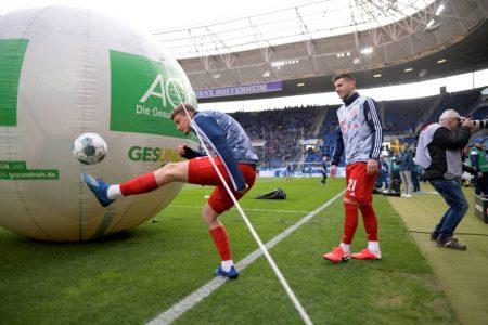 Michael Cuisance (l., mit Lucas Hernández) blieb beim FC Bayern München in der Saison 2019/2020, wie hier in Sinsheim, meist nur das Warm-up.