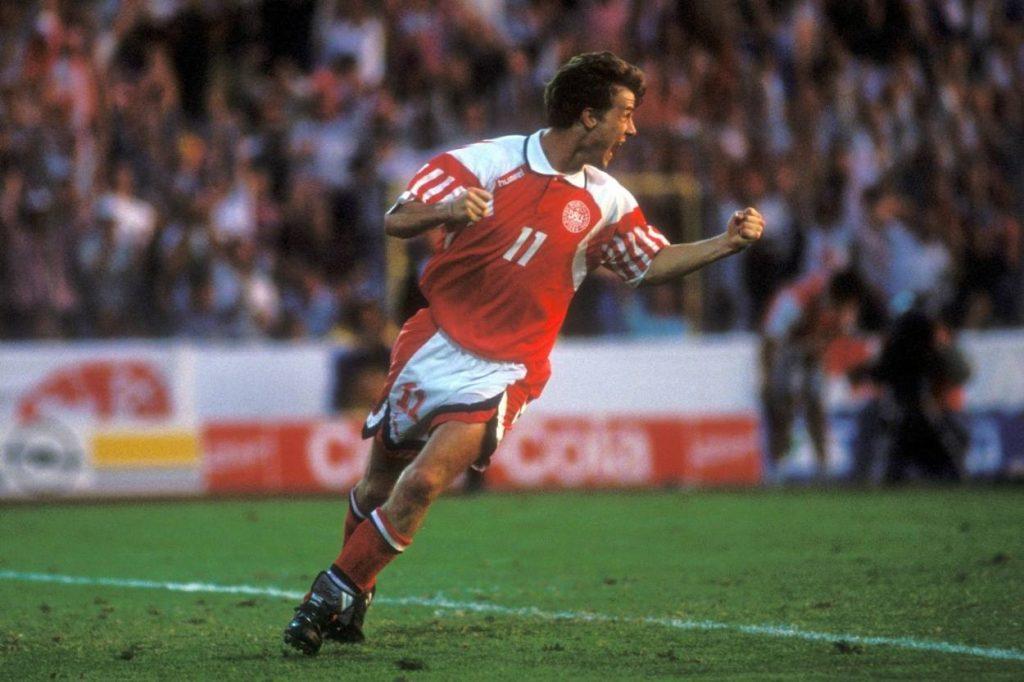 Europameister! Brian Laudrup jubelt mit Dänemark am 26. Juni 1992 im Finale gegen Deutschland.