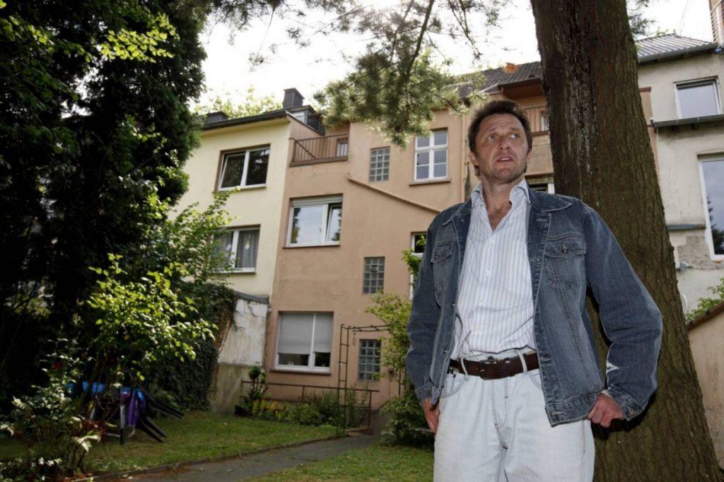 2010: Jürgen Wegmann lebt eher schlicht in Essen-Frohnhausen.