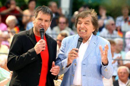 Mit Sicherheit eines der ungewöhnlichsten Duos der deutschen Schlager-Geschichte: Ex-Nationaltorhüter Eike Immel und Bata Illic 2008 im ZDF-Fernsehgarten.