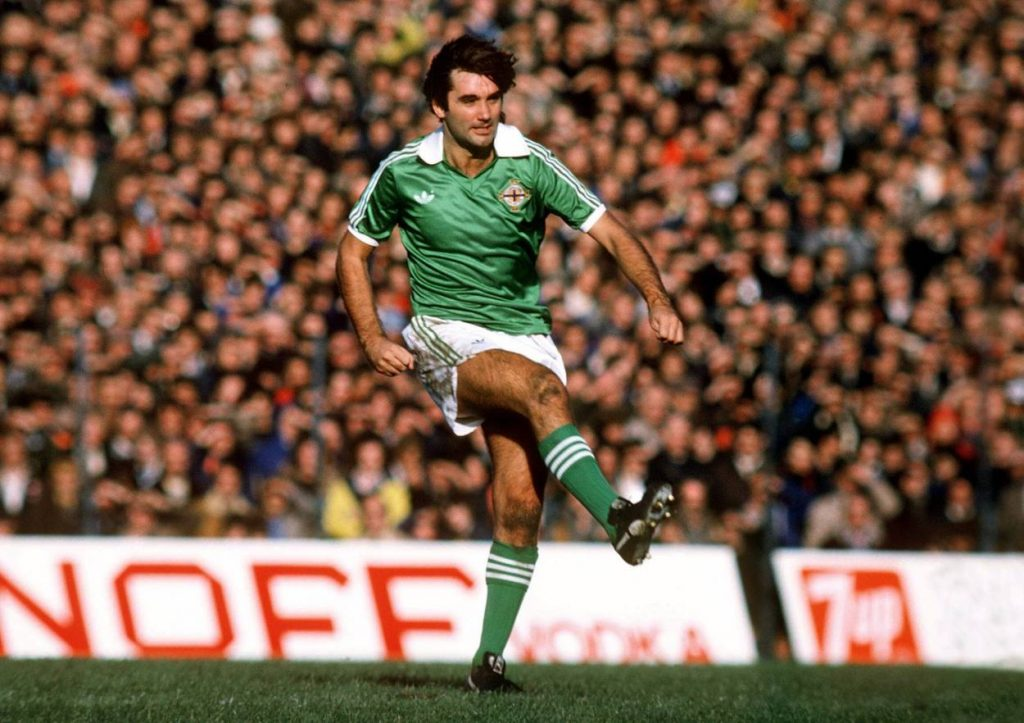George Best 1977 in seinem letzten Länderspiel für Nordirland.