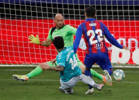 Ruben Garcia scored twice as Osasuna beat Eibar by 2-0. With 5 game weeks to go, Eibar are six points clear from the relegation spot.