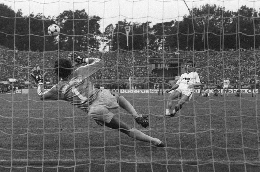 Lothar Matthäus und sein legendärer Elfmeter-Fehlschuss im Pokalfinale Borussia Mönchengladbach gegen den FC Bayern München am 31. Mai 1984.