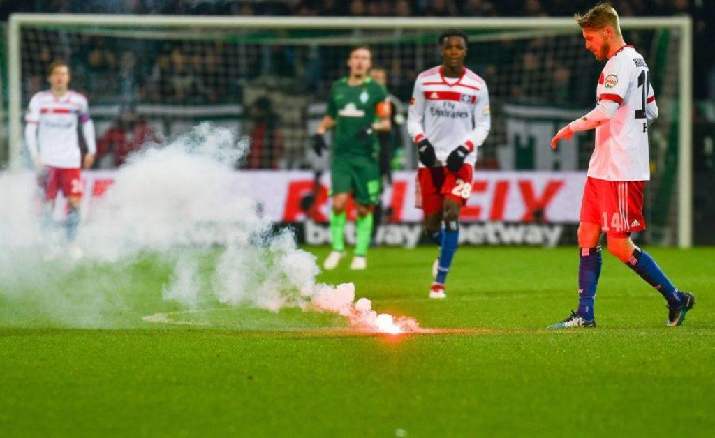 24. Februar 2018: Aaron Hunt und der Hamburger SV im Bremer Weserstadion unter Beschuss.