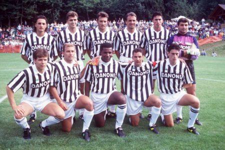 Mannschaftsfoto von JUventus Turin 1993/94. Andrea Fortunato stehend ganz links hinter Andreas Möller