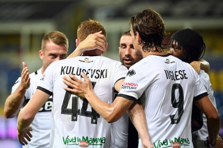 Juventus loanee Dejan Kulusevski hit a late penalty as Parma break their seven-match losing streak by a narrow 2-1 win against Napoli.