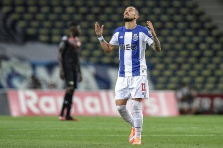 Manchester United go after Alex Telles