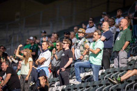 Borussia Mönchengladbach, Fans im Stadion, DFB-Pokal, FC Oberneuland