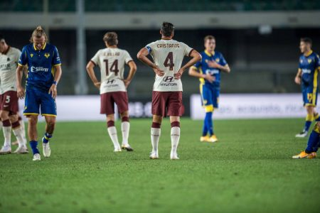AS Roma and Hellas Verona shared a point in the opening round of Serie A after both teams played a goalless draw.