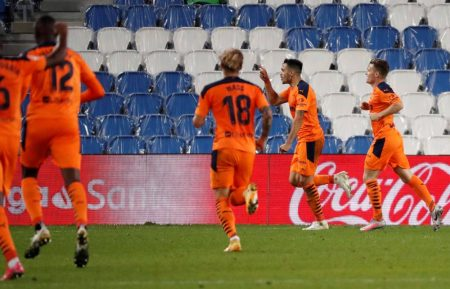 Maxi Gomez scored a late winner as Valenica beat Real Sociedad 1-0. It was the first defeat of the campaign for Sociedad.