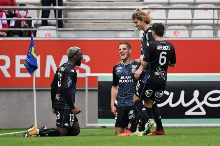 9-men Reims surrendered 1-0 lead against Lorient as the visitors completed 3-1 come-back win at Stade Auguste-Delaune II.