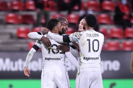 Stephane Bahoken found the back of the net twice as Angers hammer Nimes 5-1 and climb to 9th place in Ligue 1.