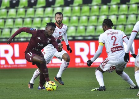John Boye's own goal in the second half gifted Brest their third consecutive win as the visitors beat struggling Metz 2-0.