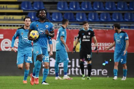 M'Bala Nzola scored stoppage time equalizer from penalty spot as Spezia salvaged a point against Cagliari.