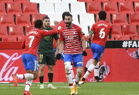 Granada scored two late goals to rescue a point in a six goal thriller against bottom side and La Liga newcomers Huesca.