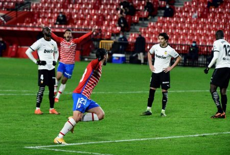 Jorge Molina scored a late winner as Granada came from behind to beat Valencia by 2-1 and move seventh in LaLiga standings.