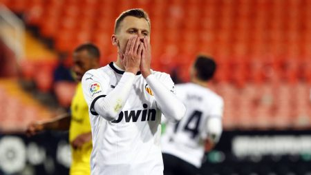 Maximiliano Gómez González scored a late equaliser as out-of-form salvaged a point against La Liga newcomers Cadiz.