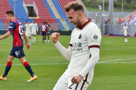 Borja Mayoral's brace and Henrikh Mikhitariyan penalty inspired AS Roma to a comfortable 3-1 win over bottom side Crotone.