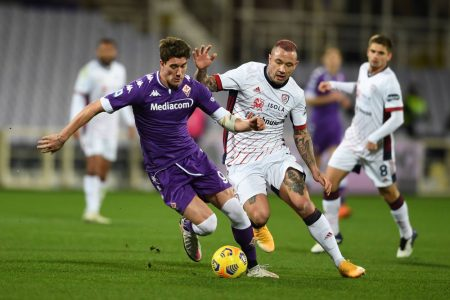 Dusan Vlahovic scored the winner as Fiorentina move 12th in Serie A after a narrow 1-0 win over struggling Cagliari.