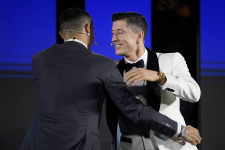 What Cristiano Ronaldo said to Robert Lewandowski at the 'Globe Soccer Award'