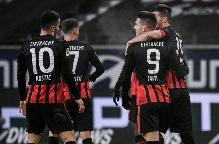 Jovic, Eintracht Frankfurt, Transfer
