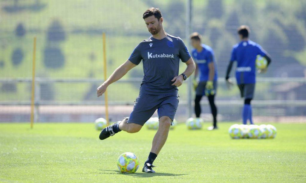 Alonso, Sociedad
