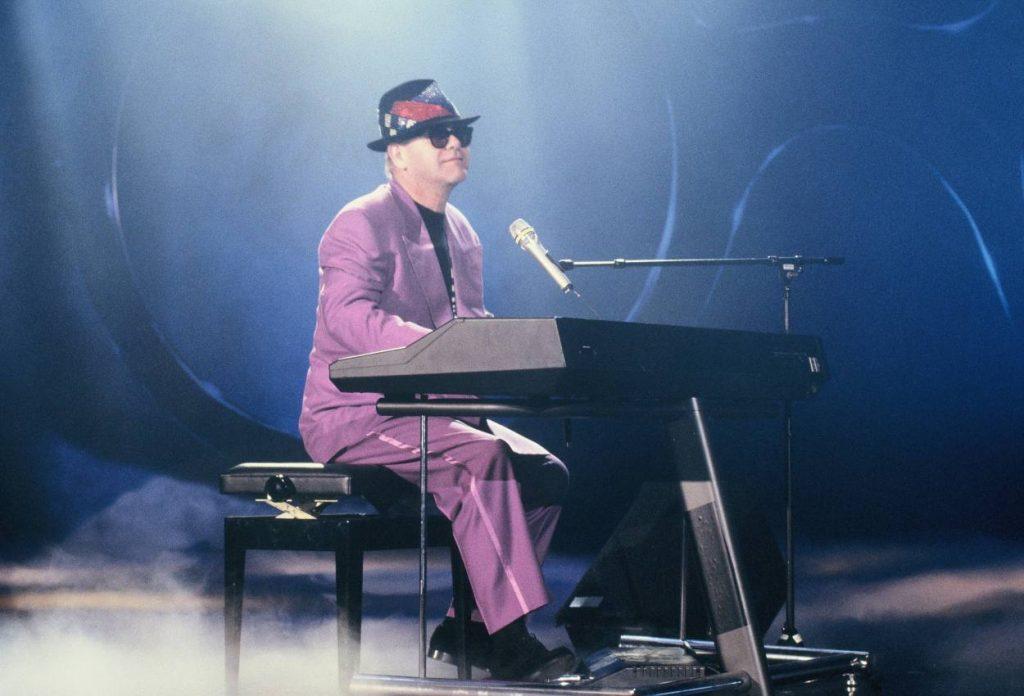 Elton John kauft Borussia Mönchengladbach. Eine ganz spezielle Nachricht am 01. April 1989.