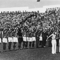 Benito Mussolini greift 1934 aktiv in die WM ein und sorgt für den Sieg Italiens.
