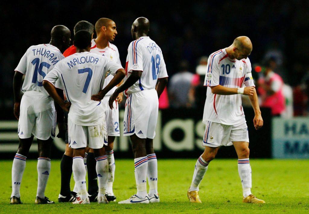 WM 2006 - Zidane muss das Spielfeld verlassen.