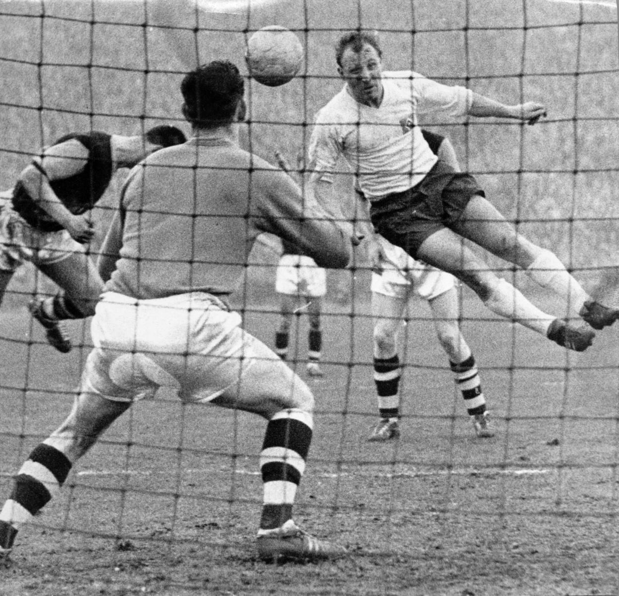Uwe Seeler war ein formidabler Kopfballspieler.