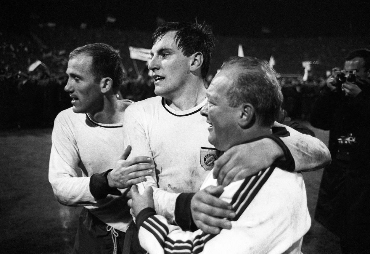 Franz Roth schießt die Bayern zum 1:0 Sieg im Finale des Europacups der Pokalsieger gegen die Glasgow Rangers.